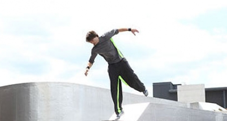 one-man-walking-freerunning